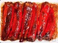 Рецепта Пълнени червени чушки (пиперки) с телешка кайма, ориз, лук и моркови, печени на фурна